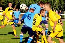 Přestupní stanice. Tou se pro fotbalisty Leštiny (ve žlutém) může stát I. B třída.