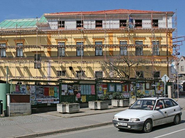 Jedno patro. To úplně stačilo aby se podnikatel z Přibyslavi dostal do sporu se stavebním úřadem. Přitom chtěl jen ve svém domě rozšířit nabídku ubytovacích služeb.