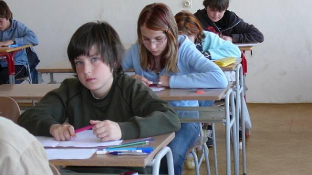 Přijímačky. Studenti na snímku by rádi nastoupili na brodské gymnázium.