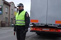 Městští strážníci mají na starost nejen pořádek na ulicích, ale musí honit i podomní prodejce