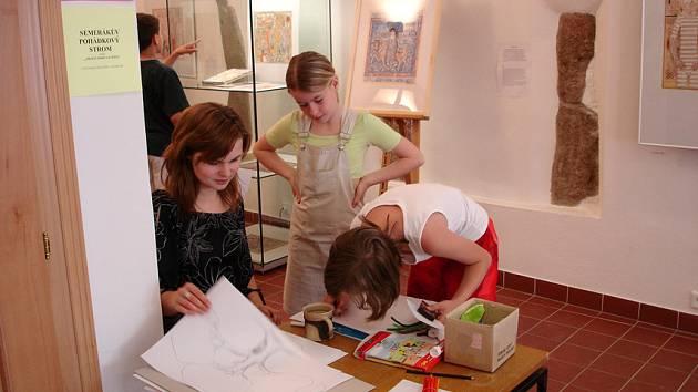 Galerie se celý rok snaží pracovat s dětskými návštěvníky, které zve na výtvarné dílny i přednášky a prohlídky. Nocování bude zábavné i poučné zároveň, a to nejen pro  děti.