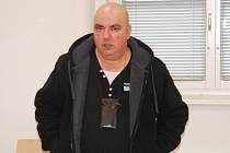 Sňatkový podvodník Dušan Hons se v pondělí u Okresního soudu v Jihlavě dozvěděl, že stráví pět let za mřížemi. Trest si odpyká ve věznici s ostrahou a čtyřem svým obětem musí dohromady zaplatit přes milion korun.