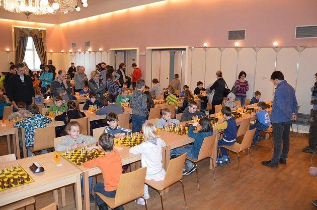 Na sedmapadesáti šachovnicích se hrálo v šachovém turnaji O pohár města Světlá nad Sázavou, kterého se zúčastnilo 114 chlapců a dívek do 16 let.