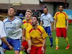 O překvapení se v I. B třídě postarali fotbalisté Štoků (vpravo), kteří dokázali urvat tři body v Lípě.