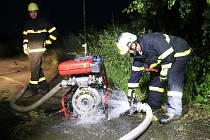Noční cvičení dobrovolných hasičů - ilustrační foto.