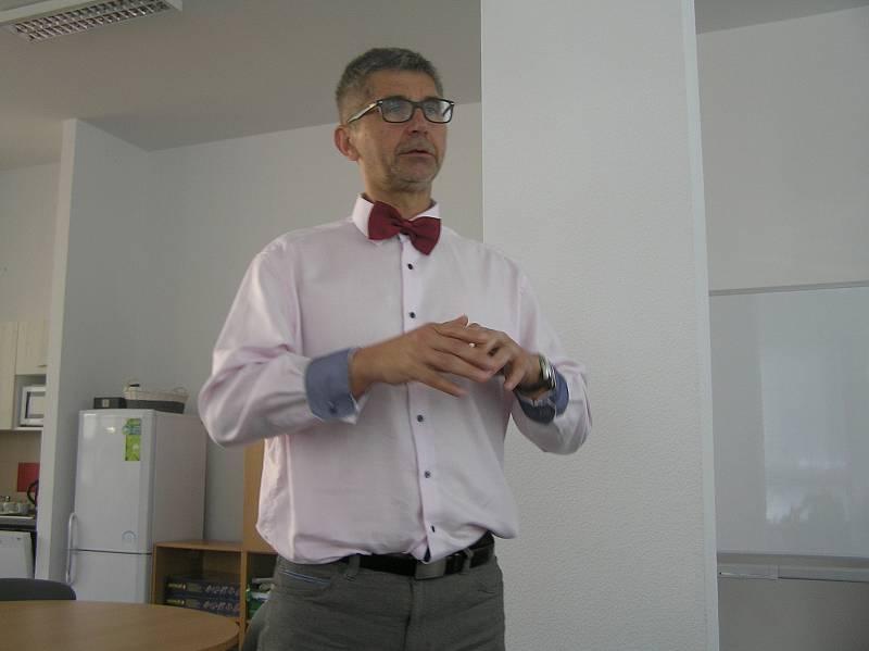Základní škola ve Ždírci se jako první na Vysočině zapojila do vzdělávací únikové hry společnosti City Street Games, která spojuje školní znalosti i počítačovou zábavu.