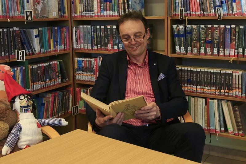 Čtení pohádek v knihovně v Chotěboři