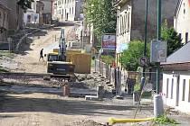 Náročná stavba průtahu Chotěboří začala už v roce 2011 v Zámecké ulici.