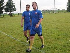 Jeden z gólů BK proti Šmolovům vstřelil David Kozlík (vpravo), který uplatnil zkušenosti z Tisu.