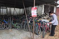 Lidé ve čtvrtek již od rána vozili svá stará jízdní kola, která pomohou gambijským dětem za cestou ke vzdělání. Akci organizovala Oblastní charita Havlíčkův Brod ve spolupráci s brodskou radnicí. Celou akci zaštiťuje společnost Kola pro Afriku.