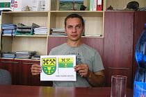 Podle starosty Václava Laciny si občané Horní Krupé vybrali svůj znak z dvanácti variant. Vytvořením znaku byl pověřen zkušený heraldik Jan Tejkal.