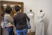 Návštěvnice se rády podívaly, jak se oblékaly nevěsty například v sedmdesátých letech.