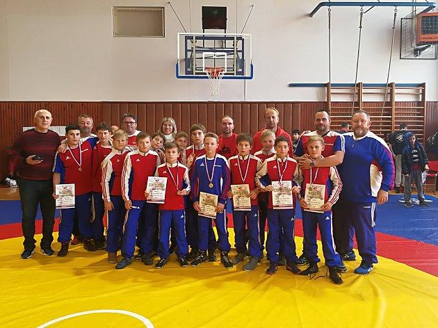 Tolik jich přivezli mladí zápasníci Havlíčkova Brodu z republikového šampionátu v Krnově. Zlato získali – David Hencl, Jiří Korán a Artur Sarkisjan.