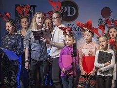 Pěvecký sbor Motýlek působí při základní umělecké škole pod vedneím Marie Fišerové.