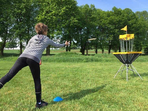 Žáci základní školy v Havlíčkově Borové v pátek po celý den pilně trénovali a zkoušeli discgolf.