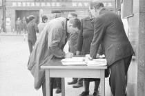 """Podpisy. Obyvatelé Havlíčkova Brodu sepisovali v srpnu roku 1968 petice, ve kterých vyjadřovali podporu představitelům """"pražského jara."""" Bohužel to nakonec bylo zbytečné."""