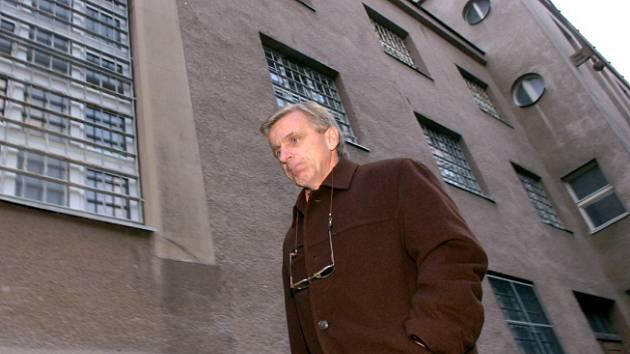 Bohuslav Zelenka při návštěvě vazební věznice v Hradci Králové.