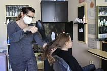 Havlíčkobrodská kadeřnice Marie Valentová s dcerou.