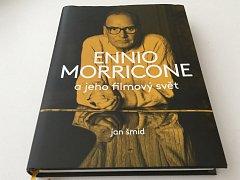 Publikace Jana Šmída čtenáře seznamuje s osobností jednoho z největších současných hudebních skladatelů.