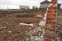 V místech, kde Selská jizba stávala, je dnes pouze stavební prostor.