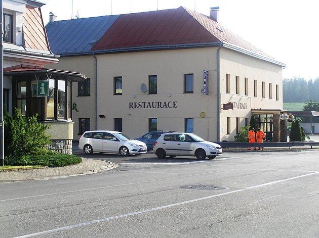 Kruhový objezd problémy na křižovatce U Lázničků podle odborníků nevyřeší.