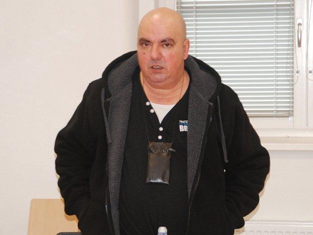 Dušan Hons v pondělí u jihlavského soudu tvrzení žen odmítl.
