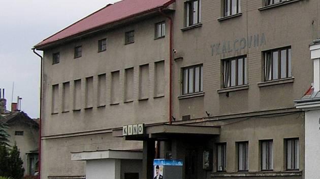 Přestavba starého kina na kulturní centrum by byla drahá, navíc je budova na nevhodném místě.