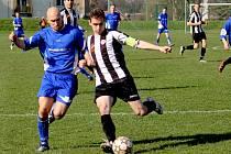 Produktivita chyběla v nedělním derby zápase chotěbořskému Petru Hanouskovi (vlevo), který tři šance zahodil.