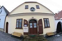 V Havlíčkově Borové stále stojí rodný dům novináře. V domě je stálá expozice věnovaná jeho životu.