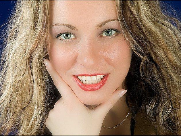 Na životě operní zpěvačky Jana Wallingerová oceňuje, že může na rozdíl od populárních zpěváků vést normální život. Na ulici ji pozná jen málokterý divák.