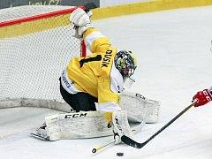 Hokejisté Moravských Budějovic (na snímku brankář Lukáš Dusík), ukončili jinak vydařenou sezonu kvůli neoprávněnému startu hráče.