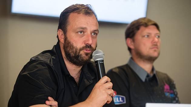 Šéf HB Ostrov Miroslav Jinek by rád začal extraligové boje co nejdříve.