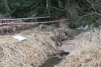 Navrtávači potrubí na sklonku roku 2013 způsobili u Knyku ekologickou katastrofu.