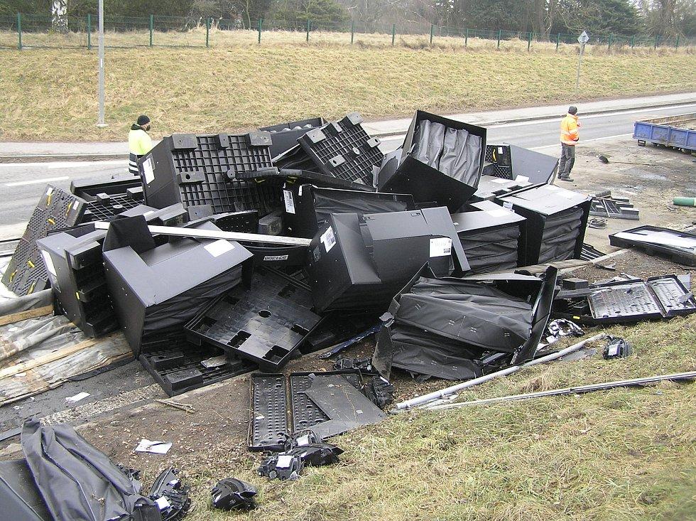 Nehoda a její následky v Jihlavské ulici v Havlíčkově Brodě.