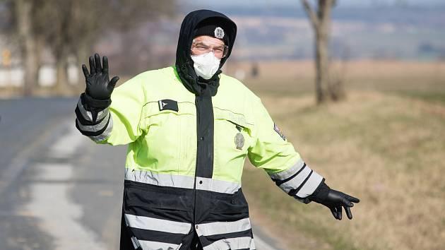 Ve středu 1. dubna se život v Kynicích na Havlíčkobrodsku vrátí v rámci možností do normálu. Hygienici plánují zrušit celkové uzavření této vísky.