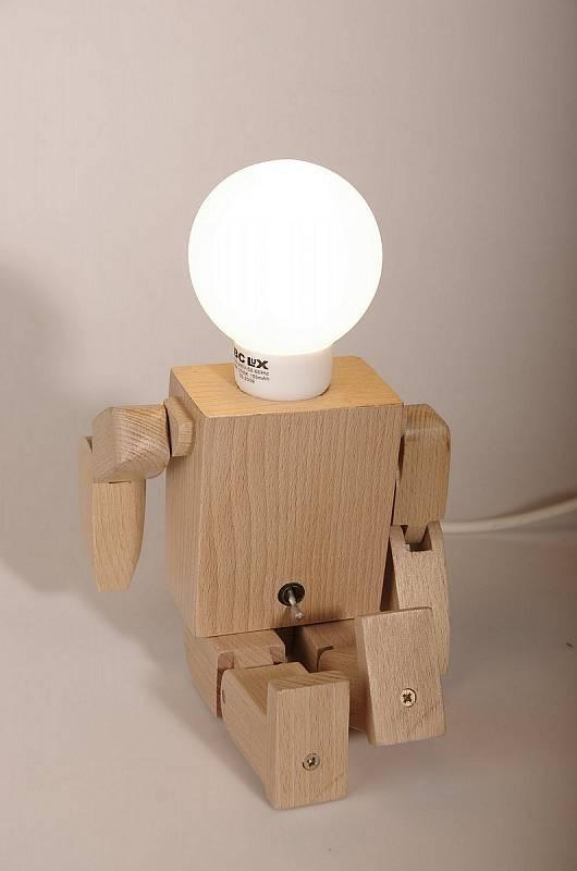 Akademie ve Světlé připravila nové zaměření oboru Řezbářství. Bude se věnovat hračkám z přírodních materiálů.