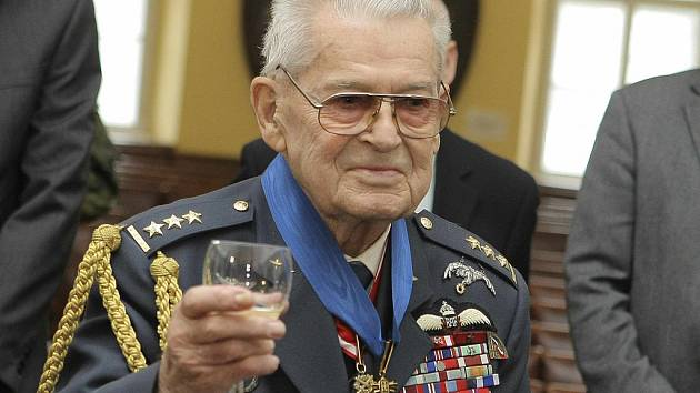 Pilot RAF Imrich Gablech.