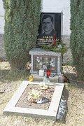Hrob. Místo posledního spočinutí Josefa Toufara na číhošťském hřbitově.
