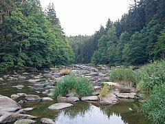 Koryto řeky Sázavy je v těchto místech poseté bezpočtem balvanů, o jejichž původu traduje pověst.