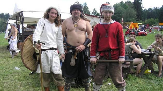 Až do dob hlubokého středověku, kdy křesťanství soupeřilo s pohany se ponořili autoři scénáře tradiční bitvy o hrad Notorburk, skupina historického šermu Notorix Denatur.
