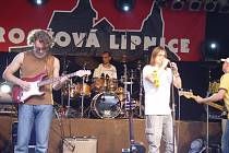 Skupina Burma Jones se zpěvákem Bohoušem Josefem.