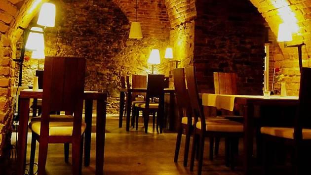Prostory radniční vinárny jsou originální, ale nájemcům se nedaří.