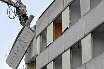 Demolice panelového domu na Smetanově náměstí v Havlíčkově Brodě.