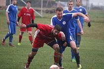 Střelnici si v domácím prostředí otevřeli fotbalisté Pohledu, kteří devíti góly vyprovodili Nový Rychnov. Nejpilnějším střelcem byl Pavel Rérych (v červeném u míče), který si po nepovedeném úvodu sezony připsal hattrick.
