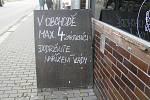 Zákazníci obchodů v Havlíčkově Brodě si stěžují na nová vládní opatření.