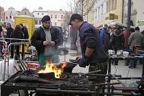 KOUZLO ŽELEZA. Umělecko průmyslová akademie ze Světlé nad Sázavou pojala trhy řemesel jako možnost prezentovat nový obor umělecký kovář.