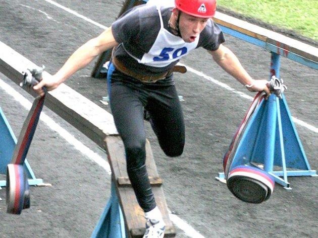 Mistrovství v požárním sportu v roce 2005 v Havlíčkově Brodě hasičům poprvé dovolilo běžet v tretrách s hřebíky, bylo však posledním na škváře.