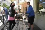 Zahrádky u kaváren a restaurací se od pondělí znovu otevřou, podmínkou návštěvy je testování či ukončené očkování.
