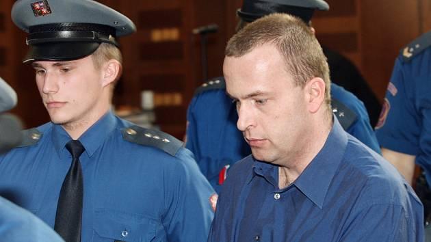 Za sedm prokázaných vražd a deset pokusů dostal Petr Zelenka doživotí.