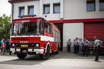 """Výjezdový vůz dobrovolných hasičů je nyní kompletně zrekonstruovaný. """"S posádkou se budeme cítit mnohem bezpečněji,"""" podotkl Aleš Vencelides."""